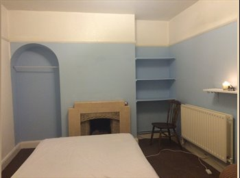 Furnished Double Room in house in West Molesey