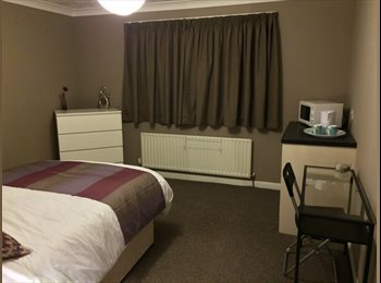EasyRoommate UK - **Large double room in Pontefract** - Pontefract, Wakefield - £425 pcm