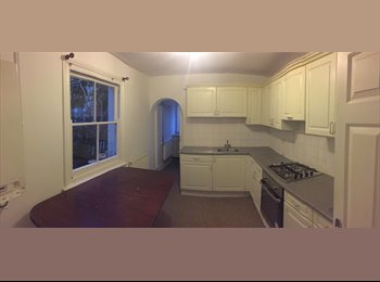 1 HUGE Double (for couples)+ Living Room+ Garden in...