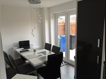 EasyRoommate UK - Double or Single room to rent - Offerton, Stockport - £450 pcm