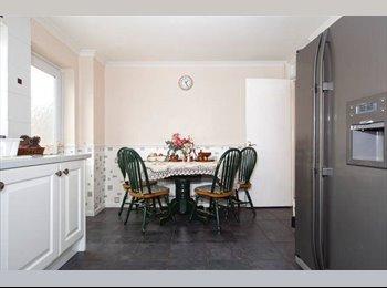 EasyRoommate UK - Single room available Purfleet, Grays - Rainham, London - £400 pcm