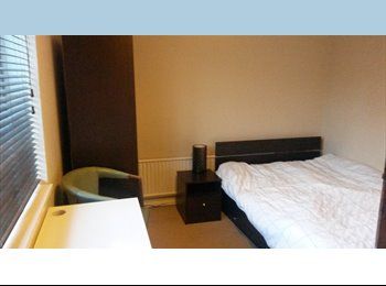 EasyRoommate UK - Mon to Fri Let - Double room immediately available near Town Centre - Aylesbury, Aylesbury - £400 pcm