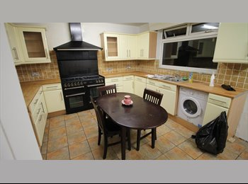 EasyRoommate UK - Single and Double rooms, Big house, Next to station, Bills included, Furnished! - Chadwell Heath, London - £500 pcm
