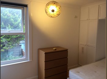 Newly refurbished room to let in croydon