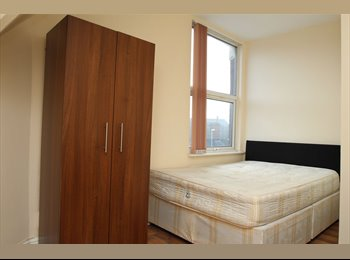 Large double bedroom in Hyde Park