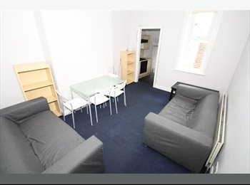 PROFESSIONAL Rooms Available in HEATON