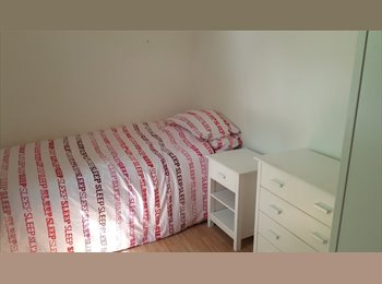 Double Room in Newly Refurbished Houseshare in...