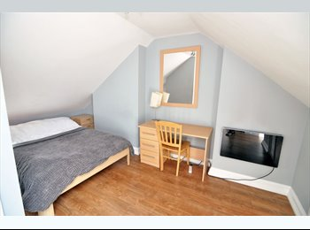 A spacious top floor double room situated in a luxury...