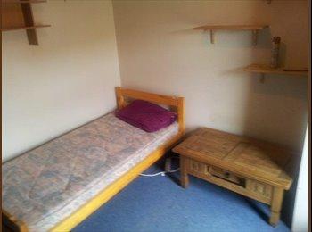 EasyRoommate UK - Single Room. High Speed internet. All bills included.   - Horninglow, Burton-on-Trent - £300 pcm