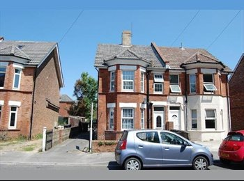EasyRoommate UK - Double Room available asap - Charminster, Bournemouth - £300 pcm