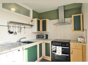 EasyRoommate UK -  Semi-detached House in Guildford - Guildford Park, Guildford - £2,808 pcm