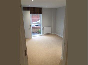 EasyRoommate UK - Brand New Double En suite Room for Rent- Feltham High Street - Feltham, London - £900 pcm