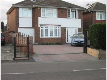 EasyRoommate UK - Spacious House in London Borough of Bromley - Ideal for Sharers - Orpington, London - £600 pcm