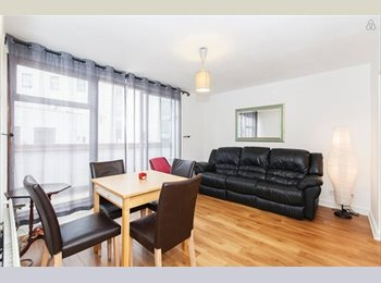 Bright and big Double room in two bedroom flat, Earl's...