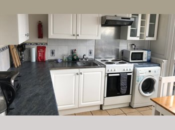 EasyRoommate UK - 2 Double  Room let in flat share in Bow - Bow, London - £606 pcm