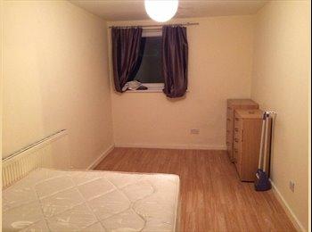 Freshly Renewed 4 bedroom FLAT WITH GARDEN
