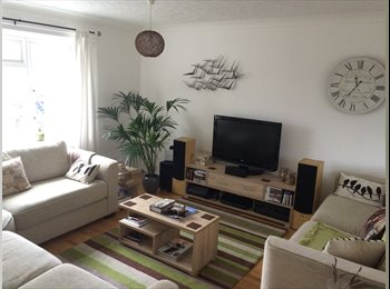 EasyRoommate UK - Large double bedroom in beautifully furnished top floor 2 bed flat (CLOSE TO CITY) - Norwich, Norwich and South Norfolk - £305 pcm