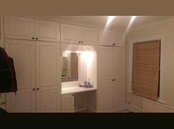 EasyRoommate UK - Double room in Isleworth - Isleworth, London - £650 pcm