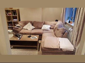 EasyRoommate UK - Double room in nice 3 bedroom house - Haywards Heath, Haywards Heath - £600 pcm