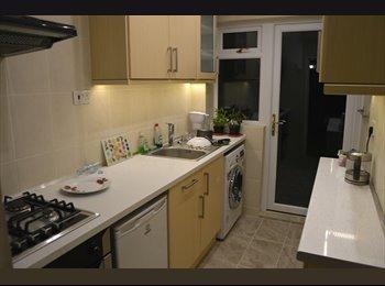 EasyRoommate UK - Double room with En-suite in East London - Becontree, London - £585 pcm