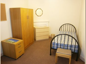 Patchway Worthing Road, Room  For Rent in House for 3 All...