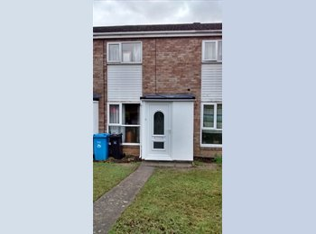 EasyRoommate UK - Large Single Room in shared 2 bedroomed house - Canford Heath, Poole - £433 pcm