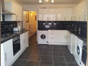 AMAZING SINGLE ROOM BY HAMMERSMITH STATION