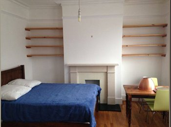 EasyRoommate UK - MASSIVE ROOM TO RENT IN ARCHWAY - Archway, London - £875 pcm