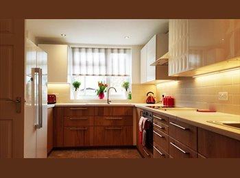 EasyRoommate UK - Comfortable, big double room for rent in FELTHAM - Feltham, London - £575 pcm