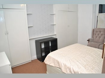 EasyRoommate UK - Large, furnished double room Town Centre Huddersfield - Huddersfield, Kirklees - £360 pcm