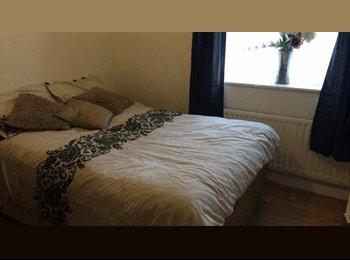 EasyRoommate UK - Furnished Double Room Halesowen - Halesowen Centre, Dudley - £350 pcm