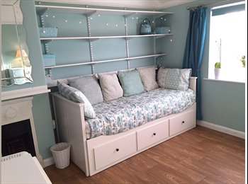 Newly refurbished Double Bedroom: high speed wifi, piano,...