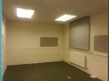 EasyRoommate UK - Large Spacious cheap rooms - Poole, Poole - £250 pcm