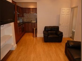 TWO DOUBLE ROOMS AVAIL IN PROFESSIONAL HOUSE SHARE - HEATON...