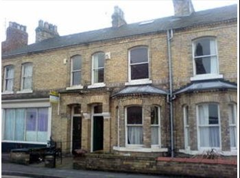 EasyRoommate UK - FURNISHED DOUBLE ATTIC BEDROOM AVAILABLE IN SIX BED HOUSE - The Groves, York - £331 pcm