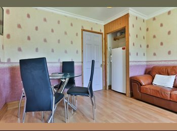 EasyRoommate UK - Large Double Bedroom With En Suite And Great Local Amenities - Cheltenham, Cheltenham - £450 pcm