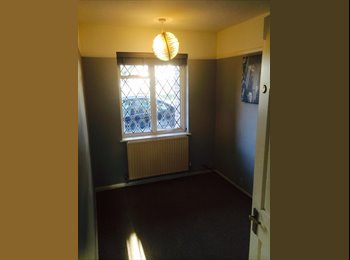 EasyRoommate UK - Room available, 2 bed shared flat - Esher, London - £650 pcm