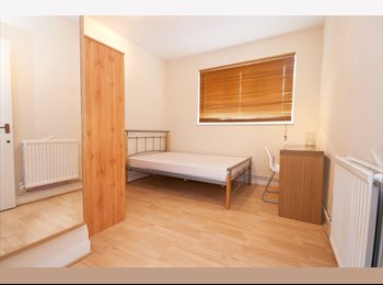 EasyRoommate UK - Double room available ASAP Elephant & Castle - Zone 1 - Elephant and Castle, London - £695 pcm