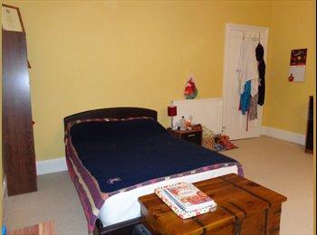 EasyRoommate UK - Large double room - £400pcm inc. bills - Cheltenham, Cheltenham - £400 pcm
