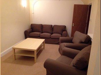 EasyRoommate UK - large 5 Bedroom Double bedrooms ,  3 storey property .  - Feltham, London - £650 pcm