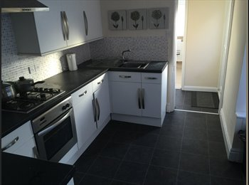 EasyRoommate UK - Extra large double room near the train station - Peterborough, Peterborough - £400 pcm