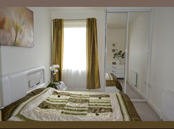 EasyRoommate UK - Immaculate Double Room in 2 Bed Flat for Female - Isleworth, London - £650 pcm