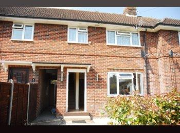 EasyRoommate UK -  Terraced House in Egham - Egham, North Surrey - £2,200 pcm