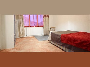 2 Comfortable Rooms for Females in Shared Family House