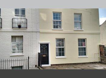 EasyRoommate UK - single room centre of Cheltenham- student or young professional - Cheltenham, Cheltenham - £330 pcm