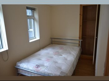 EasyRoommate UK - Lovely 3 bed flat in Cardiff - Cathays, Cardiff - £270 pcm