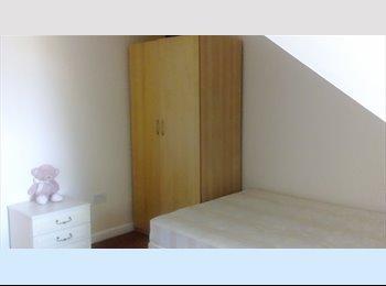 EasyRoommate UK - Avaiable big room Bishop Storford - Bishop's Stortford, Bishop's Stortford - £375 pcm
