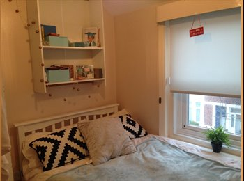 EasyRoommate UK - One double bedroom in the heart of Southsea - Southsea, Portsmouth - £375 pcm