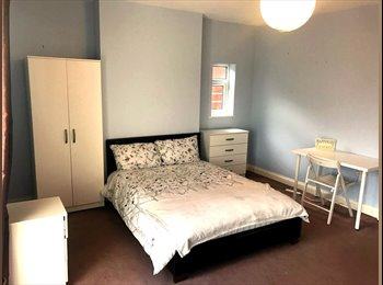 ***Stunning Triple Size Room With Own Sofa Living Area***