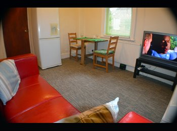 EasyRoommate UK - Amazing room - Up for Grabs! - No deposit! - Old Trafford, Manchester - £380 pcm